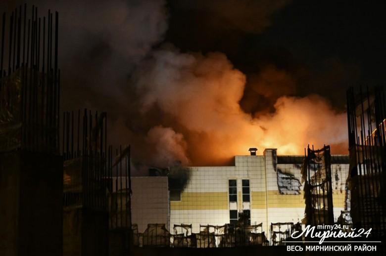 Пожар в торговом центре в Кемерово фото 7