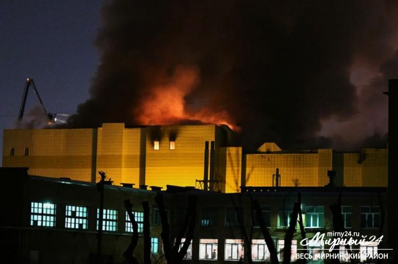 Пожар в торговом центре в Кемерово фото 8