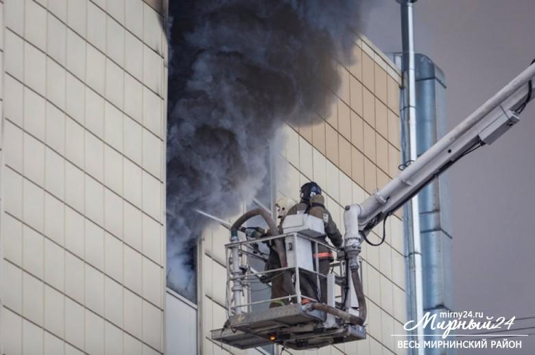 Пожар в торговом центре в Кемерово фото 3