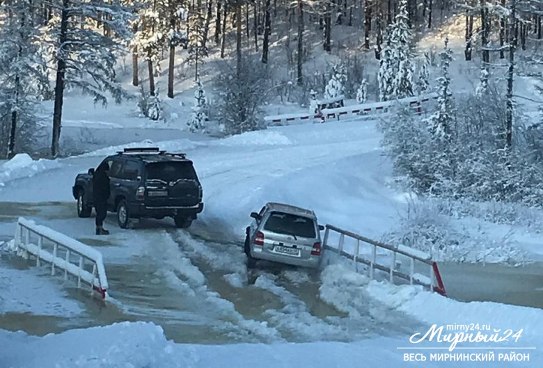 По факту выхода воды на дорогу в п. Чернышевский проводится проверка фото 2
