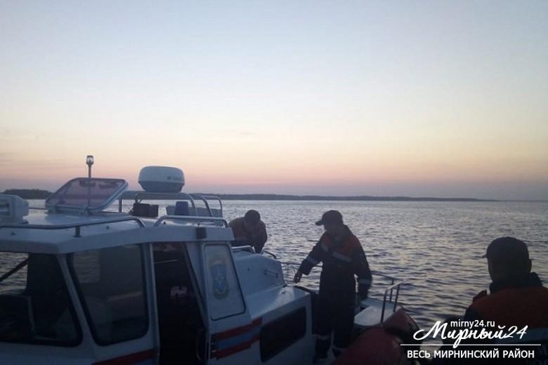 Четверо взрослых и трое детей погибли в результате ЧП на диком пляже в Якутии фото 2
