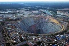 Гигантский алмазный карьер в Якутии сняли с высоты птичьего полета